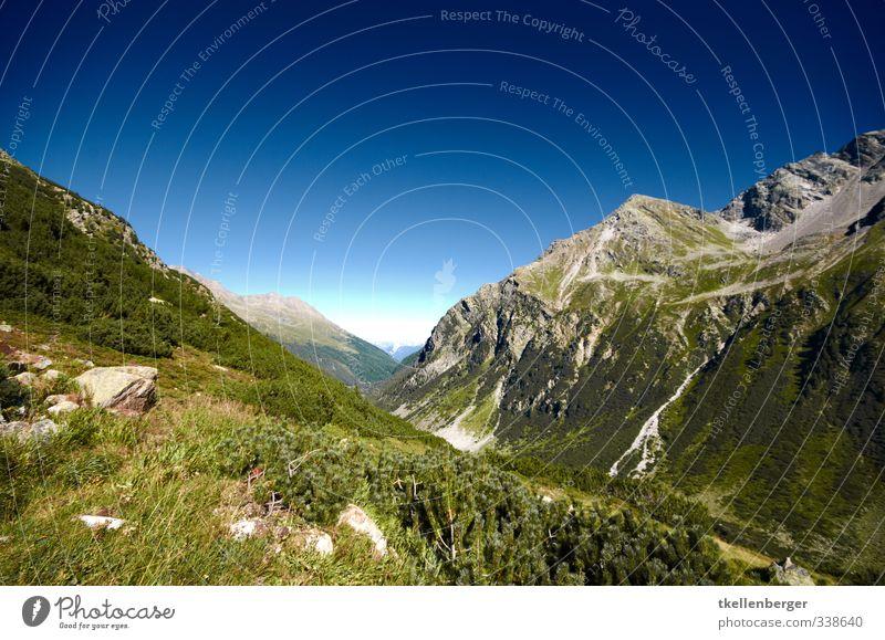Berge Ferien & Urlaub & Reisen Landschaft Reisefotografie Berge u. Gebirge Sport Felsen genießen Gipfel Alpen Klettern Tradition hängen Schweiz Bergsteigen Tal
