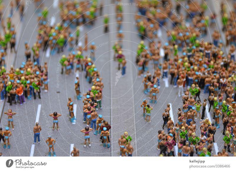 bleibt zu hause! massenveranstaltung Quarantäne COVID19 coronavirus Party loveparade miniaturlandschaft Miniatur menschenmassen Menschen infektionswege