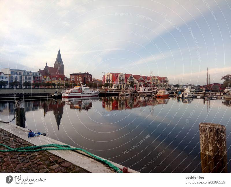 Novembermorgen am Hafen Vineta Vinetastadt Barth windstill Spiegelung Morgenlicht