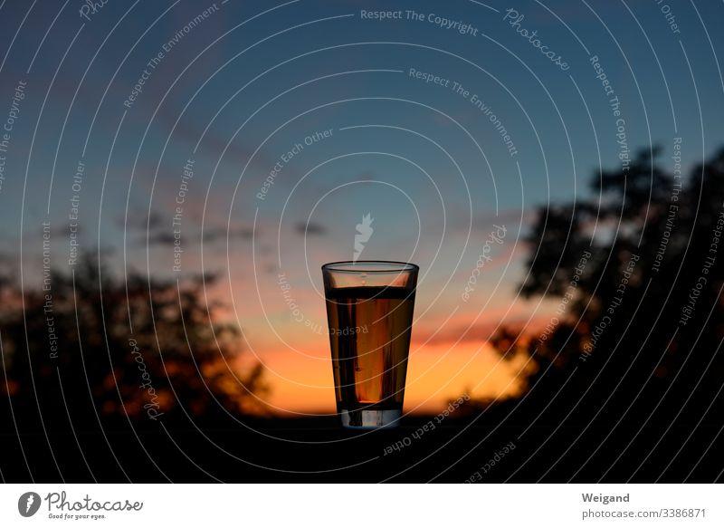 Bier Party Nachtleben Ruhe Feierabend Drink Glas Sonnenuntergang genießen Balkon