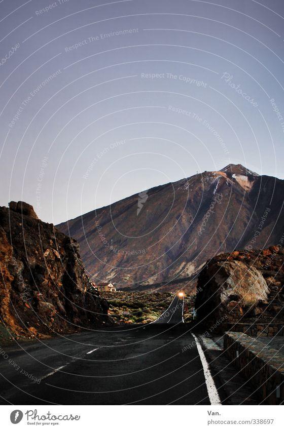 Teide IV Natur Landschaft Erde Himmel Wolkenloser Himmel Felsen Berge u. Gebirge Gipfel Vulkan Straße PKW dunkel blau Stein Farbfoto Gedeckte Farben