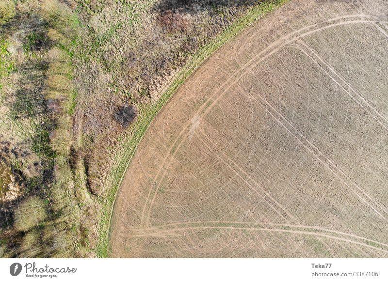 #Feldspuren und Waldrand feld wald von oben drone acker landwirtschaft bäume
