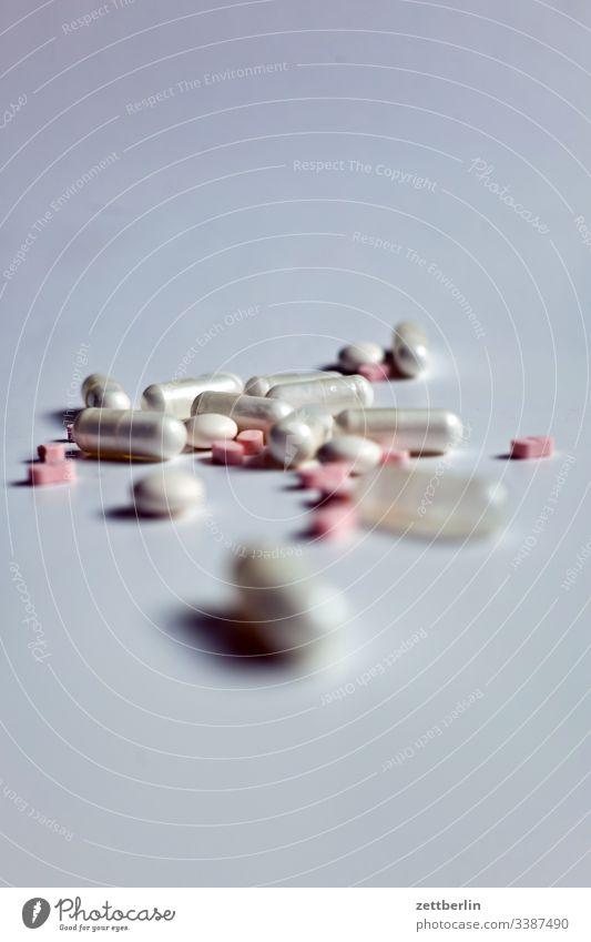 Arzneimittel apotheke arznei arzt betablocker dosis freigestellt freisteller gesundheit heilung innen kapsel krankheit medikament medizin tablette versorgung