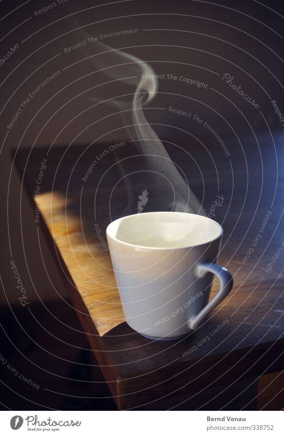 Erst mal Kaffee! Lebensmittel Frühstück Getränk trinken Heißgetränk Espresso Tasse Möbel Tisch Küche Duft genießen frisch heiß blau braun weiß Stimmung