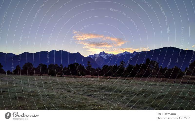 Blick auf Mount Cook von der Westküste aus Berge u. Gebirge Bergblick Panorama (Aussicht) Schnee Wolken Sonnenaufgang Sonnenaufgang hinter den Bergen