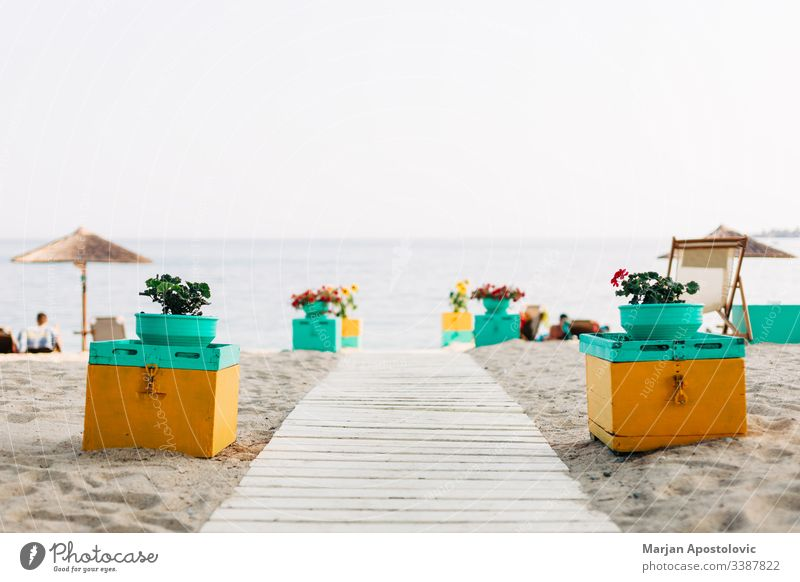 Strandeingang mit Blick auf das Meer schön Betten Küste Küstenlinie farbenfroh Dekoration & Verzierung Eingang Eingabe Europa exotisch Möbel Griechenland