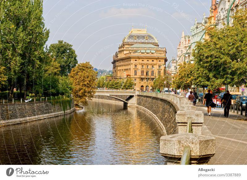 Die Stadt Prag in Tschechien praha Großstadt urban Kanal Wasser Fluss vltava Architektur Straße Gebäude malerisch Tschechen Europa klassisch reisen Ausflugsziel