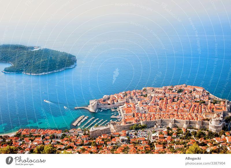 Stadt Dubrovnik an der Adria Luftaufnahme Kroatien Großstadt Antenne Ansicht Wahrzeichen berühmt MEER historisch mittelalterlich Architektur Tourist