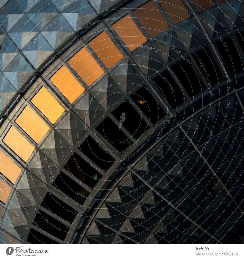 Detailliertes Segment des Berliner Fernsehturms bei Sonnenuntergang Alexanderplatz Berlin-Mitte Hauptstadt drehen Bauwerk Leuchtturm Architektur Nacht