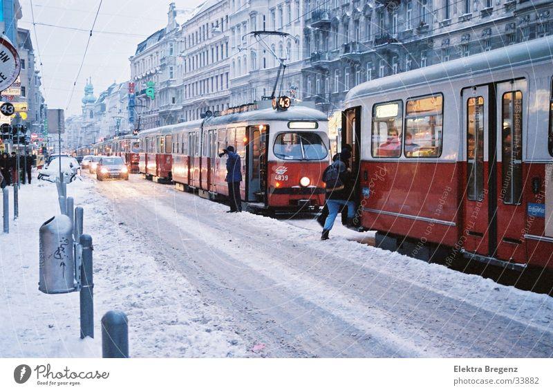 Straßenbahnschneechaos  in Wien Winter Schnee chaotisch Österreich