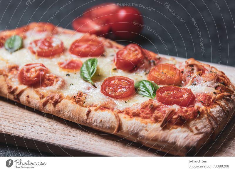 Ciabatta mit Tomaten, Käse und Basilikum ciabatta käse Cherrytomaten cherry mozzarella baguette backen pizza italien frisch zubereitung küche gewürz