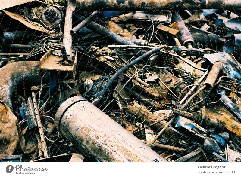 Schrotthaufen alt kaputt Dinge durcheinander Eisenstangen