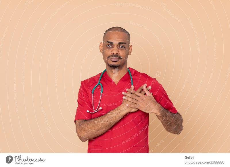 Afrikanischer Arzt in roter Uniform Gesundheit verliebt Liebhaber Herz Kardiologie Kardiologe überblicken sich[Akk] verlieben Stethoskop medizinisch Person
