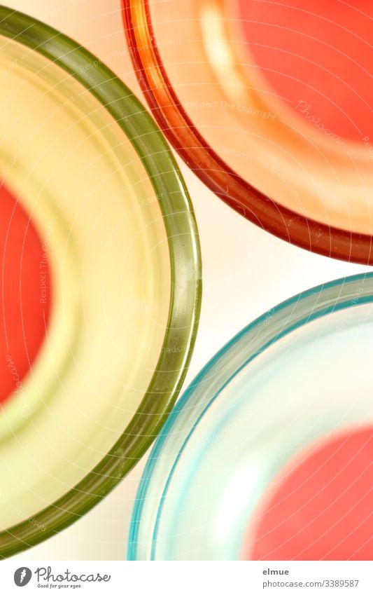 Draufsicht auf drei Teelichter Plan Glas farbig Häusliches Leben Kerze Ziffern & Zahlen Romantik Linie Bogen rund Licht Menschenleer glänzend