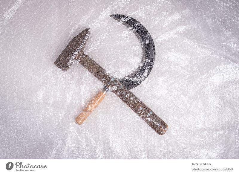 Photochallenge - Hammer und Sichel gut verpackt in Luftpolsterfolie hammer sichel politik Marxismus-Leninismus Symbol Politik & Staat Kommunismus Werkzeug