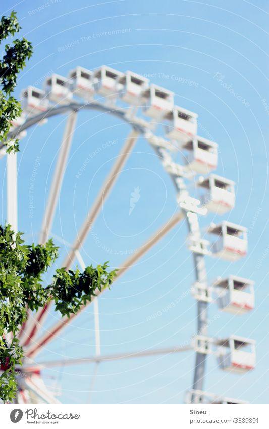Luftfahrt II Riesenrad Riesenrad fahren Gondel Freizeit & Hobby Jahrmarkt Freizeitpark Vergnügungspark Himmel Blauer Himmel wolkenlos gutes Wetter Sommer