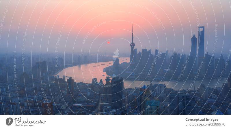 Hochansicht von Shanghai im Morgengrauen, China. Asien. Skyline pudong Bund Großstadt Turm Business Chinesisch Fluss Architektur Ansicht Szene huangpu Stadtbild