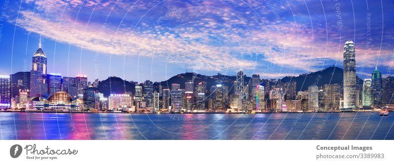 Hongkongs Skyline in der Abenddämmerung, China, Asien. Victoria Peak Hongkong Kong Stadtbild hafen panoramisch Großstadt Business Stadtzentrum urban Ansicht