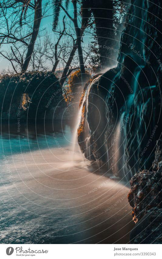 Wasserfall eines Naturparks Landschaft Farbfoto Fluss Ferien & Urlaub & Reisen Tourismus Berge u. Gebirge Ausflug Abenteuer See Tag Sommer