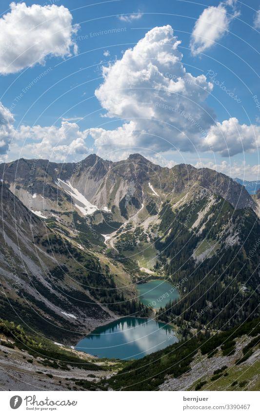 Gipfel der Soierngruppe in Bayern Soiernsee See Berge soiern bavaria berg karwendel ober weiß schmalsee grün wasser landschaft Reflexion Schnee Straße Eis Alpen