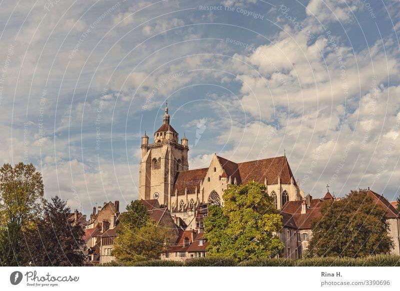 Kathedrale in Dole Kirche majestätisch herbst Stadt Altstadt Himmel wolken Urlaub Sightseeing Städtereisen
