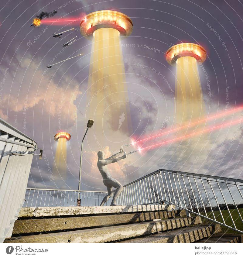 photochallenge | die gelbe gefahr space spaceship UFO aliens und son quatsch Hammer Sichel hammer und sichel Silversurfer Invasion Krieg Düsenjäger Gewalt Laser