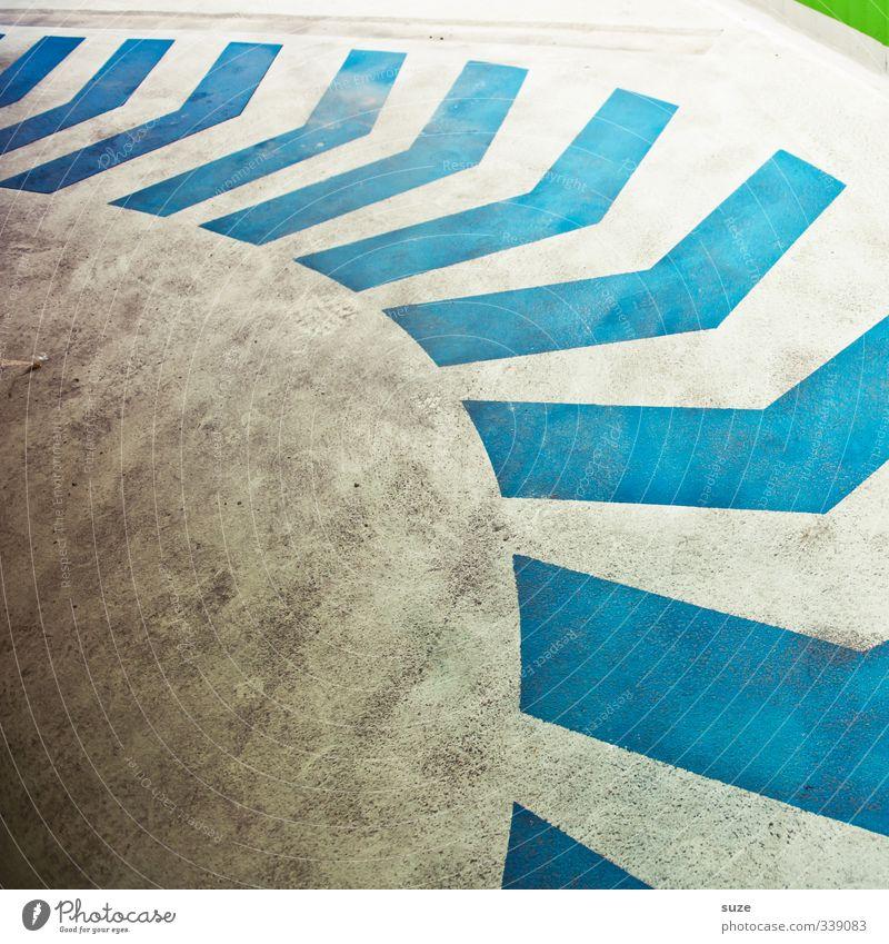 Grafisch | Pfeil und Bogen Parkhaus Verkehr Verkehrswege Wege & Pfade Beton Schilder & Markierungen Streifen dreckig einfach blau grün weiß Ziel graphisch