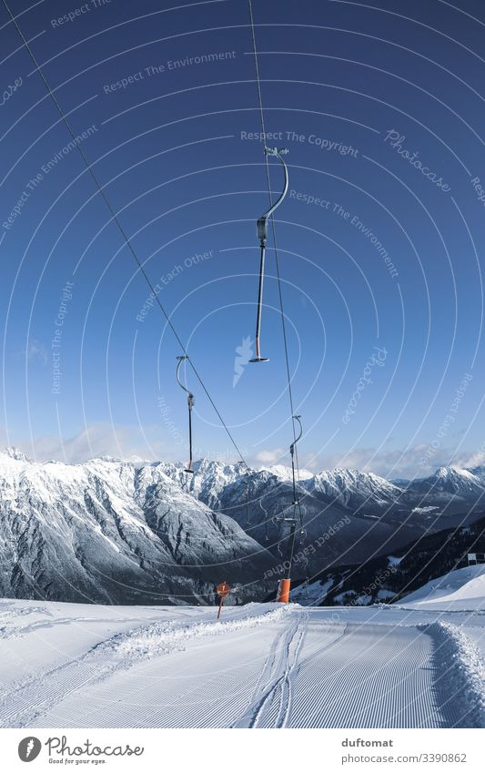 Tellerlift vor Bergpanorama Panorama Berge Schnee Skifahren Tal Powder Anfänger kalt Piste Sonnenaufgang Spuren Gebirge Skigebiet Winter Abfahrt Wintersort