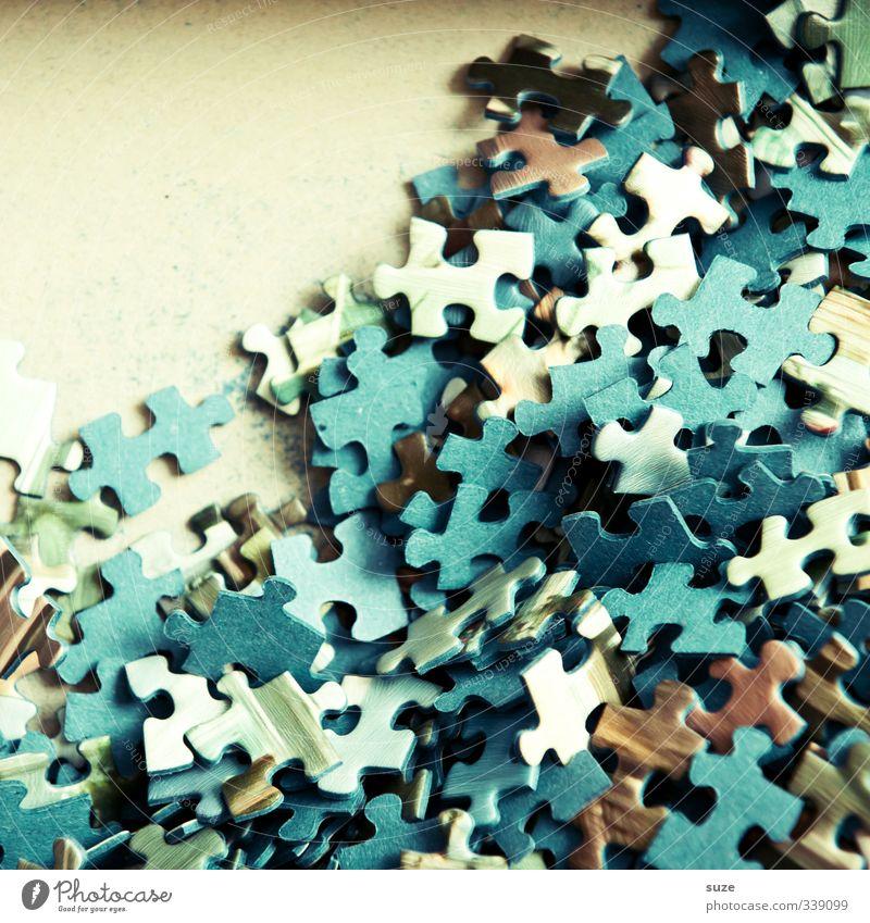 Teile Teile Freizeit & Hobby Spielen Kinderspiel Spielzeug einfach klein viele blau Kreativität Puzzle durcheinander Suche Teile u. Stücke Vorderseite Karton