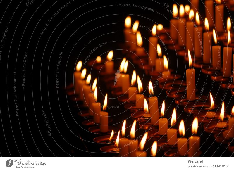Kerzen Glaube Kirche Meditation Spiritualität dunkelheit beten Trauer Hoffnung