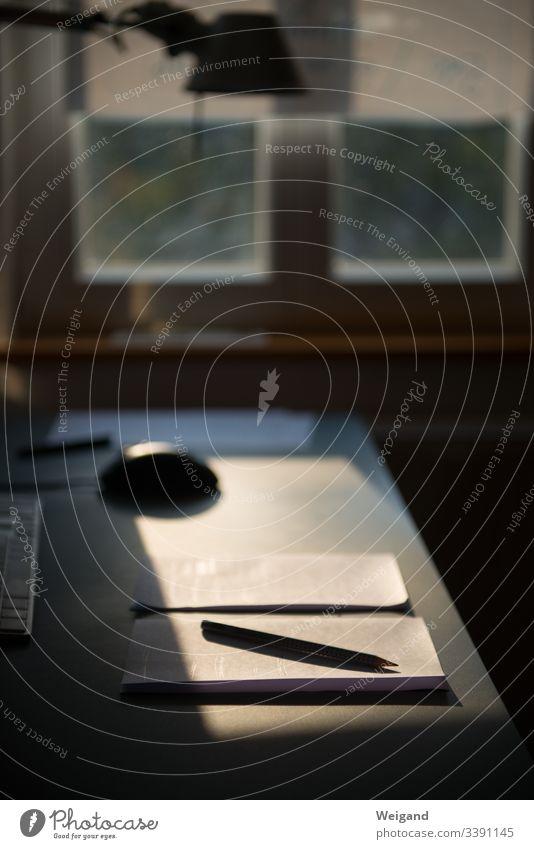 Schreibtisch Bleistift Notizen Papier Büro fenster analog einfach schreiben planen