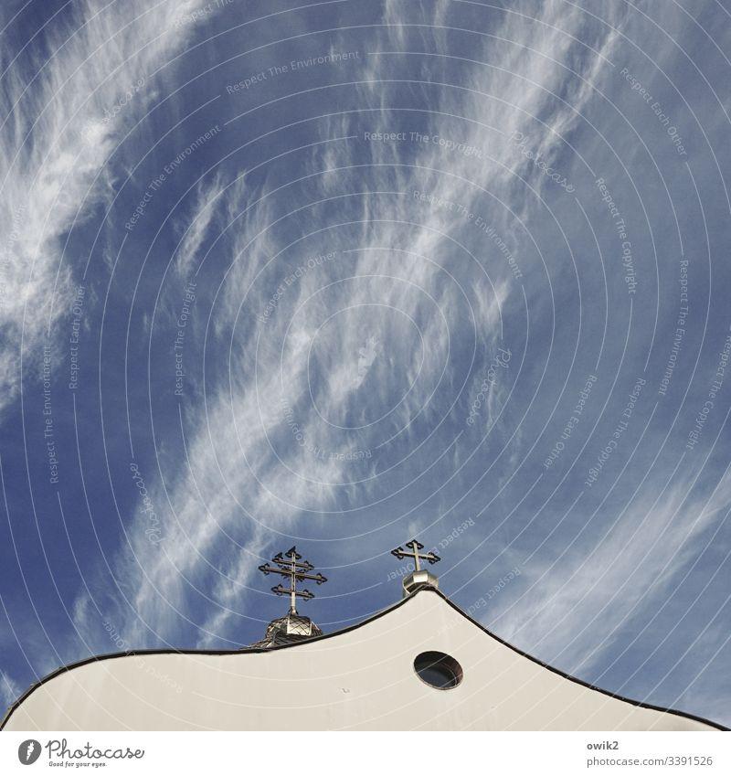 Griechisch-katholische Kirche in Polen Himmel Schleierwolken Kreuz Kruzifix Christliches Kreiz orthodox framdartig Wand Gotteshaus Glaube Religion christlich