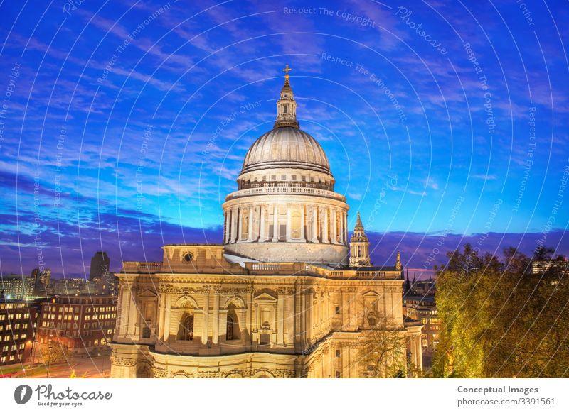 Erhöhte Ansicht der St. Paul's Cathedral, London, England. Architektur Barock (Periode oder Stil) Briten Hauptstadt Kathedrale Christentum Kirche Großstadt