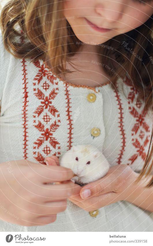 Luna | Untermieter Mensch feminin Kind Mädchen Kindheit Leben Körper Haut Kopf Haare & Frisuren Gesicht Auge Nase Mund Lippen Brust Hand 1 8-13 Jahre Tier