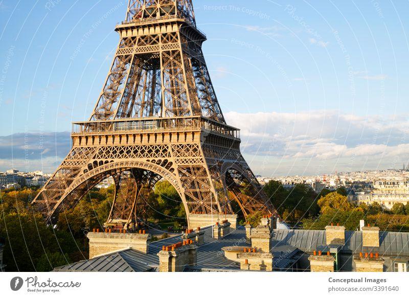 Erhöhter Blick auf den Eiffelturm, Paris. Frankreich. architektonisch Architektur Anziehungskraft schön Gebäude Kapital Großstadt Stadtbild Morgendämmerung