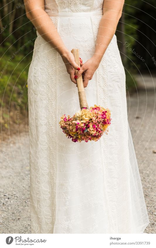 Ein Brautkleid am Hochzeitstag Rücken Hintergrund schön Schönheit Körper hochzeitlich Feier Bekleidung Korsett Tag Kleid Eleganz Gewebe Mode Frau Mädchen