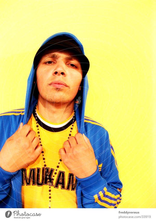irie*3 Mann Gesicht Bekleidung Hut Kette Kapuze Rapper