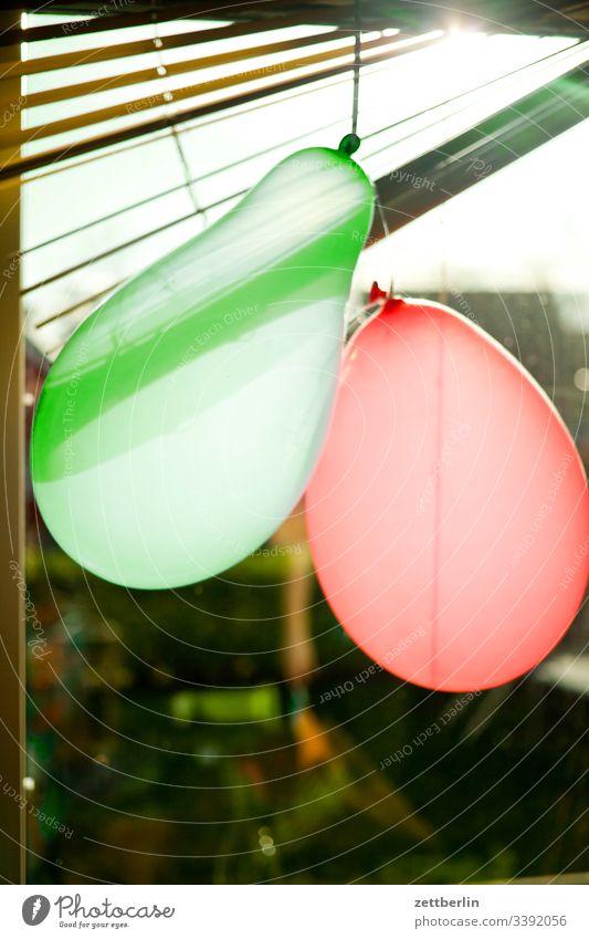 Luftballons im Gegenlicht geburtstag feier party Feste & Feiern mehrfarbig Freude Innenaufnahme Karneval Fröhlichkeit Veranstaltung Dekoration & Verzierung