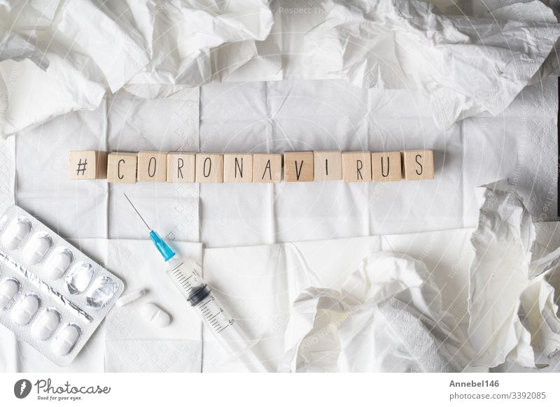Coronavirus-Krankheit namens 2019-nCoV auf Holzwürfeln mit Hashtag Virus Ausbruch Infektion Konzept Seuche Impfstoff Medizin Grippe Syndrom China Pandemie
