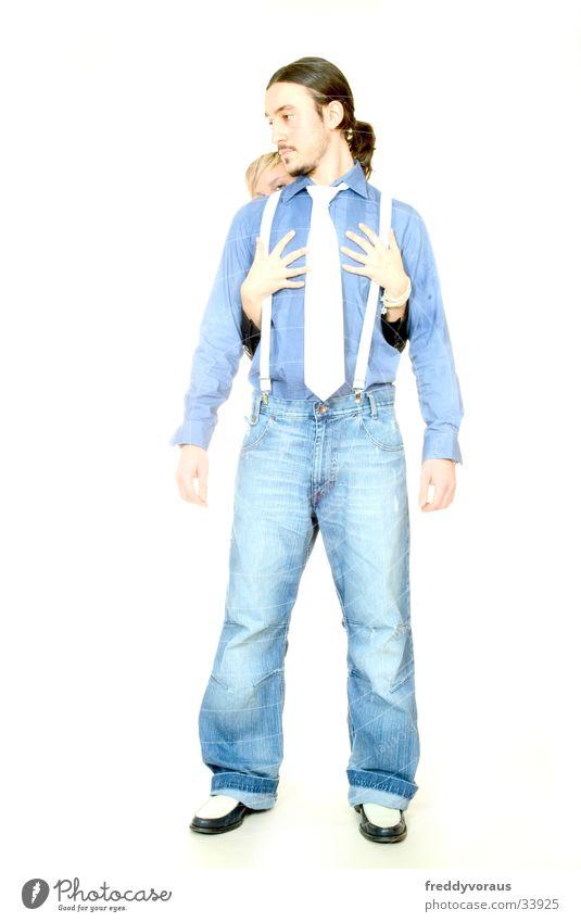 n&c*2 Frau Mann Hand Liebe Hose berühren Hemd Krawatte Hosenträger