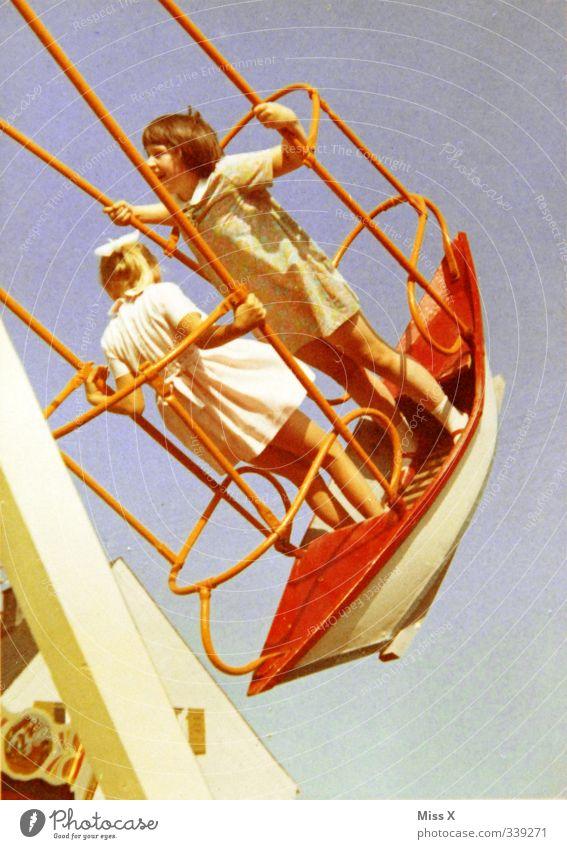 Mama & Tante Mensch Kind Mädchen Freude Gefühle lachen Spielen Freundschaft Stimmung Zusammensein Kindheit Freizeit & Hobby Lebensfreude 8-13 Jahre Jahrmarkt Nostalgie
