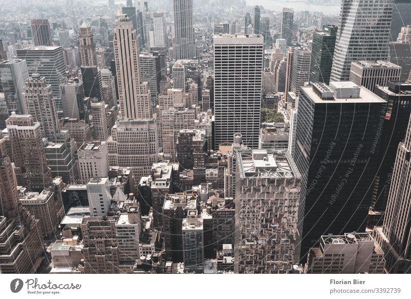 Blick über Manhattan Hochhaus Stadt Megacity New York City urban melting pot Beton Betonwüste USA Skyline Stadtleben Amerika Freiheit ästhetisch Wirtschaft