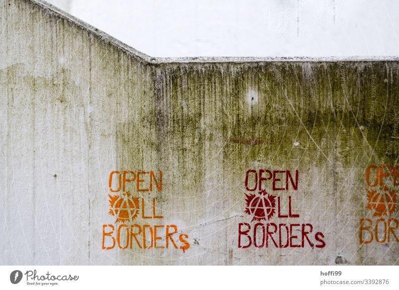Forderung Botschaft Aussage - Öffnet alle Grenzen Grafik u. Illustration grafitti open all borders Politik & Staat politischer ausdruck Betonwand dreckig grau
