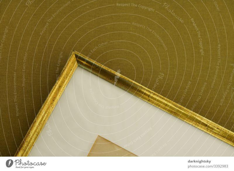 Leinwand mit goldenem Rahmen und weißem Passepartout Bilderrahmen Alter beige Kunst Wand Farbfoto Menschenleer Häusliches Leben Tapete Dekoration & Verzierung