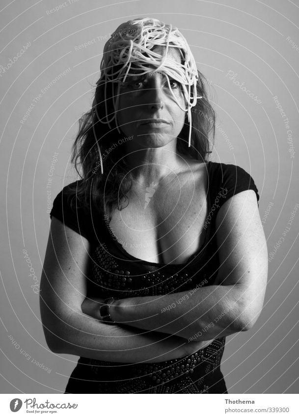is was? Mensch Erwachsene feminin Kunst Wut Konzentration Gelassenheit skurril Kontrolle Handel bizarr Surrealismus Nudeln Entschlossenheit 30-45 Jahre
