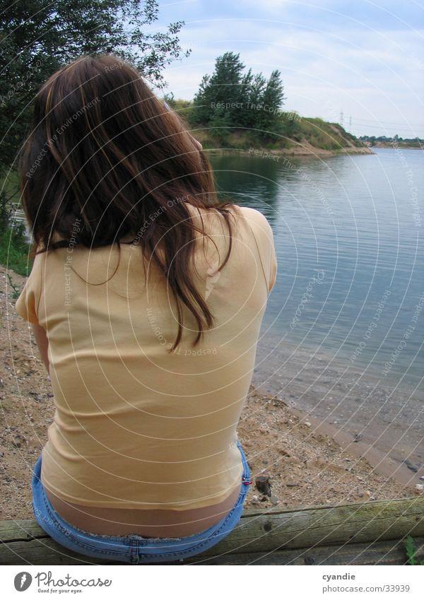 Stille Frau Wasser Himmel Haare & Frisuren