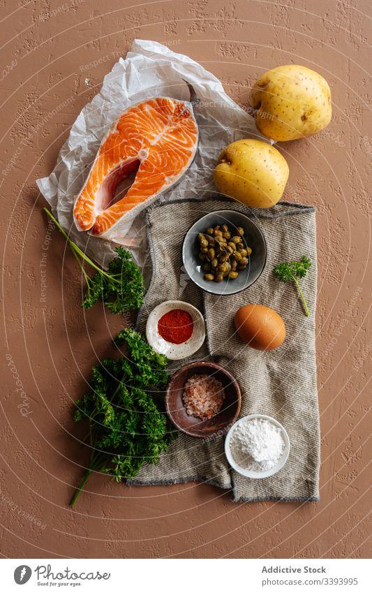 Zutaten für Rezepte mit Fisch und Gemüse Bestandteil Lebensmittel Lachs Essen zubereiten Gesundheit Kartoffel Gewürze Steak Petersilie Küche Mahlzeit Abendessen