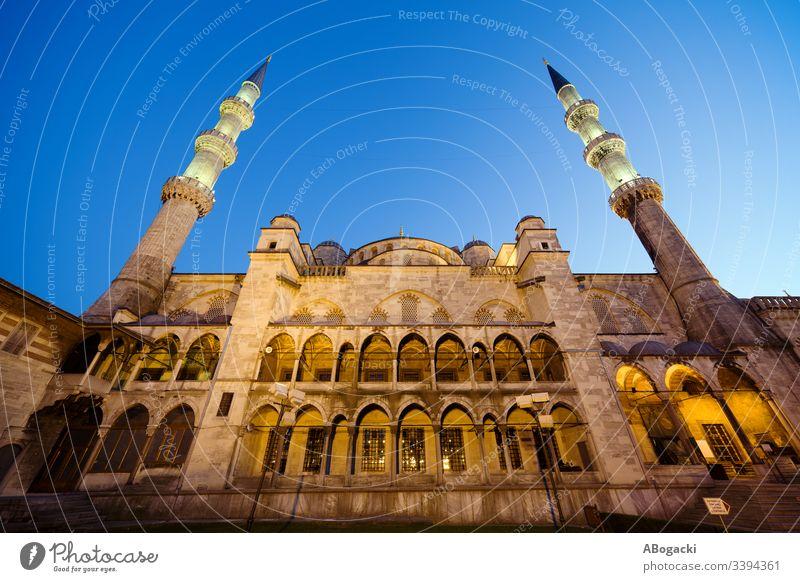 Blaue Moschee in der Abenddämmerung Istanbul Truthahn historisch Wahrzeichen Gebäude religiös Struktur Architektur Außenseite im Freien Erbe Türkisch camii