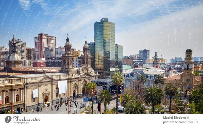 Gesamtansicht der Plaza de Armas, dem Hauptplatz von Santiago de Chile. Großstadt Quadrat Stadtbild reisen Gebäude Panorama amerika Kapital Kirche Kathedrale