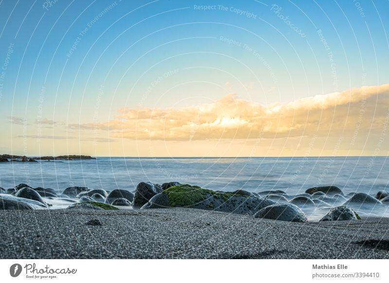Atlantikküste auf den Azoren São Miguel Sao Miguel Küste Außenaufnahme braun Wolken Abenteuer Sommer Meer Wasser blau Vogelperspektive Tag Menschenleer Farbfoto